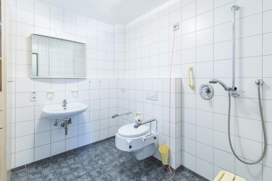 Bad eines Zimmers im Seniorenhaus Dr. Pieke